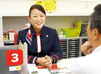 写真:元気で明るいスタッフがお待ちしております! イオン高知より、道をはさんですぐ北隣にあるお店。