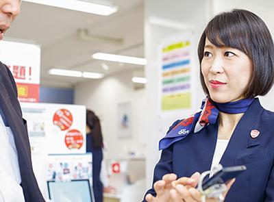 写真:イーソナーのドコモショップ1号店!  高知市内西部のお客様を支えるお店です。